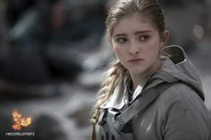 HD wallpaper: Primrose Everdeen, Willow Shields, The Hunger Games:Mockingjay The Hunger Games, Hunger Games Fandom, Hunger Games Mockingjay, Mockingjay Part 2, Hunger Games Catching Fire, Hunger Games Trilogy, Mark Ballas, Donald Sutherland, Suzanne Collins