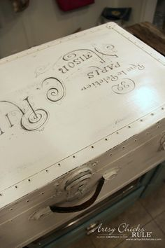 Old Trunk Coffee Table , a THRIFY Makeover! - artsychicksrule.com