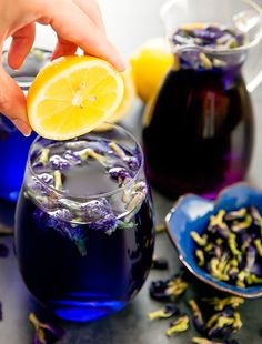 This Butterfly Pea Flower Tea Lemonade drink is naturally purple because it is made with butterfly pea flower tea, a caffeine-free herbal tea. The tea is derived from the leaves of the butterfly pea plant that is common to South East Asia. Summer Drinks, Fun Drinks, Healthy Drinks, Non Alcoholic Drinks, Beverages, Butterfly Pea Flower Tea, Tea Cocktails, Tea Blends, Tea Recipes