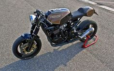 Triumph Speed Triple 1995 Cafe Racer by Iron Pirate Garage Triumph Cafe Racer, Triumph 900, Triumph Sprint, Cafe Racer Motorcycle, Triumph Motorcycles, Custom Motorcycles, Custom Bikes, Cafe Racers, Triumph Motorbikes