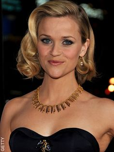 Reese Witherspoon with a glam look for short hair! Scarlet Salon