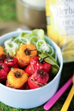 """Des petits poivrons colorés, c'est tellement mignon que je voulais à tout prix les cuisiner ! J'ai toujours aimé les ratatouilles """"complètes"""" avec ajout de riz et de bœuf, j'ai donc voulu retrouver..."""