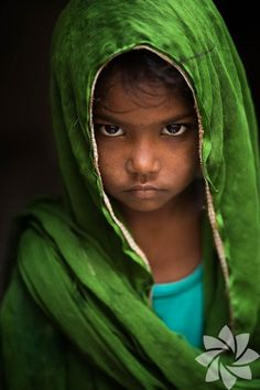 Humanity's Beauty Photo Portrait of Varanasi ( Inde) par Réhahn Photography on 6 - Inde Varanasi, Precious Children, Beautiful Children, Beautiful People, Beautiful Pictures, Photo Oeil, Foto Baby, Child Face, French Photographers