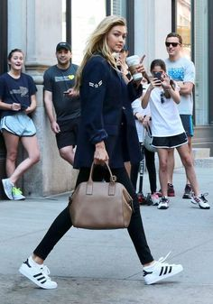 Fashion street style new york kendall jenner 34 ideas Sneaker Outfits, Street Style Outfits, Mode Outfits, Look Fashion, Winter Fashion, Net Fashion, Feminine Fashion, Sport Fashion, Fashion Details