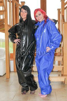 Spice Girls, Imper Pvc, Pvc Catsuit, Mode Latex, Pvc Raincoat, Plastic Raincoat, Latex Wear, Vinyl Dress, Vinyl Clothing