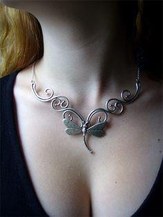 Collier arabesques et libellule – Elemiah Delecto, bijoux de cheveux artisanaux, accessoires coiffure chignon mariage