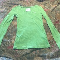 Sz s Abercrombie kids long sleeve v neck t shirt In excellent condition would fit girls 10/12 and up or women's Sz xxs Abercrombie & Fitch Shirts & Tops Tees - Long Sleeve
