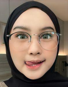 Hijab Fashionista, Beautiful Muslim Women, Hijab Chic, Girl Hijab, Niqab, Gothic Girls, Cute Girls, Arab Fashion, Face