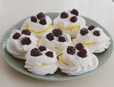 Mini Pavlova, Mini Cakes, Sweet Tooth, Cheesecake, Homemade, Cookies, Desserts, Recipes, Food