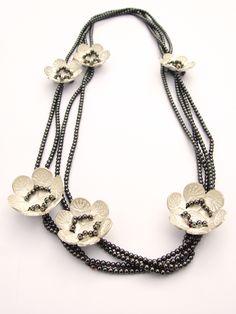 ARIANE HARTMANN-DE  I do love this concept!!!!  IM WORT - PUSTEBLUME - Collier 935 Ag Hematit Perlseide