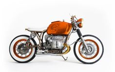 Nigel decided to build the BMW R80 in Side Rock Cycles workshop with the help of craftsman Pete. Nigel wanted to make the quick and comfortable but lower and larger than the stock model. The engine…
