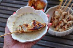 Espetadinhas de peru com molho de mostarda e mel