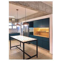 Lurca Azulejos | Azulejos Traço no detalhe do projeto @estudionodo | Traço - Ceramic Tiles // Shop Online  www.lurca.com.br  #azulejos #azulejosdecorados #revestimento #arquitetura #reforma #decoração #interiores #decor #casa #sala #design #ceramica #tiles #ceramictiles #ceramic #architecture #interiors #homestyle #livingroom #wall #backsplash #homedecor #saopaulo #sp #lurca #lurcaazulejos
