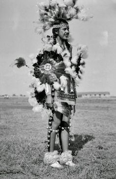 Indian Pictures: Female Pawnee Indian Tribe Dancer
