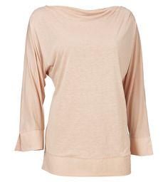 Sassoun T-shirt   Silkeblød og smart top fra Part Two i et afslappet og feminint design. Snittet er figursyet med draperet udskæring og dyb ryg