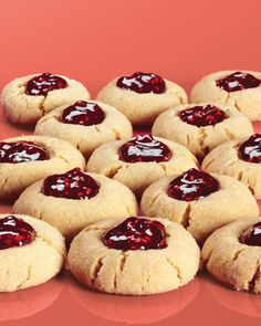 Peanut butter and jelly thumbprint cookies.These cookies take their flavor cues from the lunch-box favorite. Jelly Cookies, Jam Cookies, Peanut Butter Cookie Recipe, Peanut Butter Recipes, Cookies Et Biscuits, Cookies Kids, Drop Cookies, Köstliche Desserts, Delicious Desserts