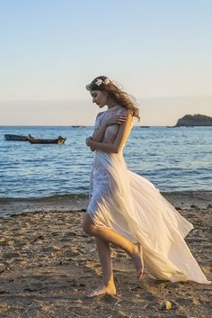 www.chicnostalgiabridal.com Boho Luxe Beautiful gown
