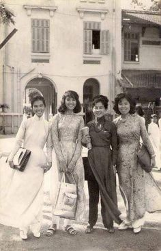 Giáo sư của dân SG xưa Vietnam History, Vietnam War Photos, Saigon Vietnam, South Vietnam, Decades Fashion, Vietnamese Clothing, Female Soldier, Indochine, Ao Dai