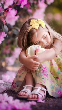Ahmet krtl Little Girl Photography, Cute Kids Photography, Little Girl Photos, Cute Little Girls, Precious Children, Beautiful Children, Cute Baby Pictures, Baby Photos, Cute Babies