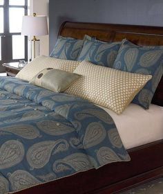 No coastal cottage is complete without the perfect Thomasville bedding to sink into