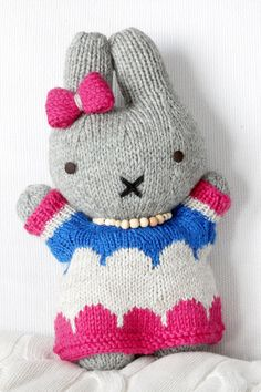 Pattern from Raverly. Bunny in a blue dress. Knitted Animals, Clothes Crafts, Deco, Games For Kids, Knit Crochet, Hello Kitty, Bunny, Teddy Bear, Diy Crafts