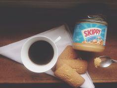 Super fast! Tazza caffè bollente, biscotti e una punta di burro d'arachidi alla fine!