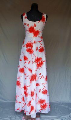 Gorgeous 70s Maxi dress from BeBopaLouLou Vintage. It's even nicer on, if you can believe it!