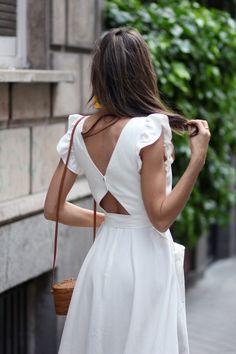 white romantic dress looks - Lady Addict - - romantic dress looks – Lady Addict Source by marlenialzate Sexy Dresses, Fashion Dresses, Romantic Dresses, Romantic Look, Look Fashion, Fashion Tips, Fashion Design, Feminine Mode, Formal Skirt