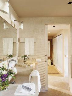 00437041. Baño en tonos claros con puerta corredera y un gran espejo sobre el mueble lavabo de microcemento_00437041 Italian Home, Rustic Italian, 100 M2, Mediterranean Design, Rustic Bathrooms, Ideal Home, Design Inspiration, House Design, Interior Design