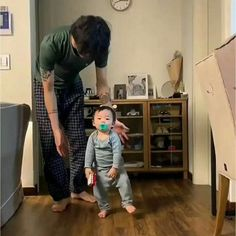 Father And Baby, Dad Baby, Baby Kids, Baby Boy, Cute Asian Babies, Korean Babies, Asian Kids, Cute Family, Family Goals