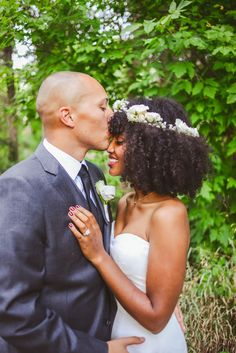 We've got some beautiful photos of Keith and Hawzien's wedding to be looking at. The couple got married outdoors at the Denver Botanical Gardens last September. Gorgeous as Keith and Hawzien are while they say their vows (an in a v. cute lil gazebo), you'll want to stick around for the reception photos. via @offbeatbride