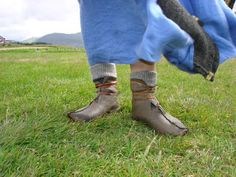 Handicraft by Agis: Viking Age Shoes!