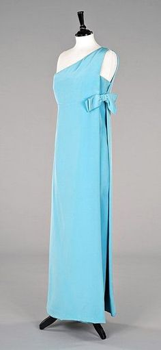 A Christian Dior turquoise silk crêpe evening gown, late Vintage Fashion 1950s, 1960s Fashion, Classic Fashion, Vintage Dior, Vintage Lace, 1960 Dress, Retro Dress, Fancy Dress, Ringo Starr
