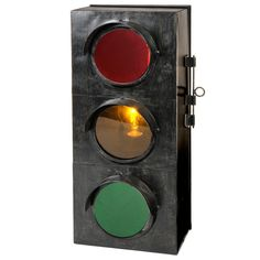 Lampe Traffic Light - Maisons du monde. Stop, wait and go. A traffic cop in the family anyone.