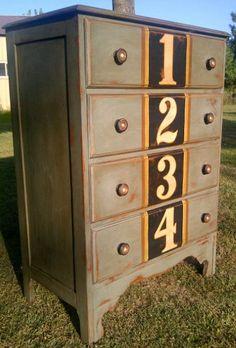 Commode look retro, industriel vieilli Rayures, pochoirs chiffres