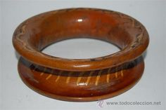 Salva manteles de ceramica catalana con agujeros para colgar usado muy buen estado mide 17 x 17 x 5