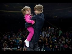Justin Bieber and his little sister Jazmyn (Jazzy) Justin Bieber 2009, Justin Bieber Singing, What Makes You Beautiful, Love You So Much, My Love, One Direction Official, Jaxon Bieber, Ariana And Justin, He Is My Everything
