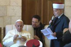 Sabemos que a Francisco le gusta el mate, pero también que las pocas veces que viajó a Roma cuando aún era cardenal en Buenos Aires, a Bergoglio le gustaba tomar un caffè ristretto (café corto) apoyado en la barra de alguna cafetería, mientras paseaba. ¿Adivinan de qué país es el café que Francisco bebe en el Vaticano? Véanlo en http://www.aleteia.org/es/estilo-de-vida/articulo/dia-mundial-del-cafe-una-curiosa-historia-sobre-esta-bebida-y-el-papa-francisco-5853115869822976