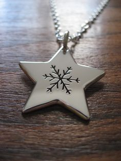 Silver Star and Snowflake Necklace Pendant от GorjessJewellery