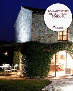 Urlaub auf dem Bauernhof in der Toskana wird zu einem Erlebnis in der Tenuta Sant'Ilario. Das hübsche Landhotel im traditionellen toskanischen Stil befindet sich im Weinanbaugebiet Chianti, umgeben von malerischen Weinbergen und Olivenhainen. Die Villa aus dem 12. Jahrhundert wurde liebevoll renoviert und bietet heute 16 Doppelzimmer, Appartements und Villen auf einem weitläufigen Grundstück. Das Restaurant versorgt seine Gäste mit köstlichen traditionellen Gerichten.