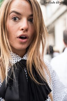 Street Style portraits by Ángel Robles. Fashion Photography from Paris Fashion Week. Carlotta Oddi, spontaneous portrait between the shows, Milano.