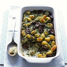 Baked gnocchi with spinach and mushrooms recipe. A heavenly veggie dish that, thanks to a few cheat ingredients, is ready in under 30 minutes.