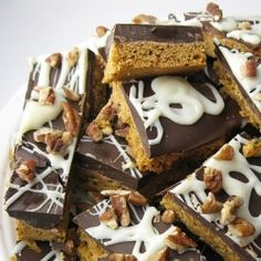 Need a last minute gift treat that tastes gourmet and is easy peasy to make? Pumpkin spice cookie bark.