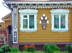 Izba Russian style Lacework, Brooklyn NY, Ditmas Park home Wooden Architecture, Russian Architecture, Wooden Window Frames, Wooden Windows, Country Style, Country Homes, Environmental News, Brooklyn Style, True Homes