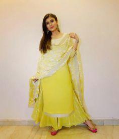 Pakistani Dresses, Indian Dresses, Indian Outfits, Punjabi Suit Simple, Punjabi Suits, Salwar Suits, Plazzo Suits, Pakistani Suits, Punjabi Fashion