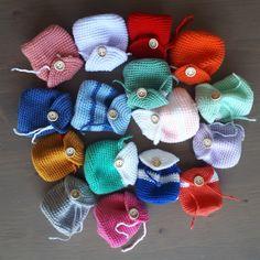 Eigen patronen - sabinehaakt.simplesite.com Dice Bag, Baymax, Crochet Animals, Diy And Crafts, Knitting Patterns, Knit Crochet, Diy Projects, Letters, Camping