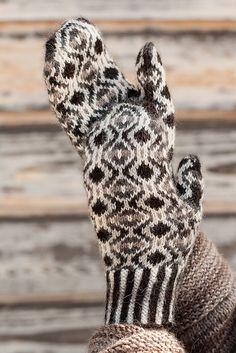 Ravelry: Vera Marguerite Mittens pattern by pamela wynne Knitted Mittens Pattern, Knit Mittens, Knitted Gloves, Knitting Socks, Knitting Patterns, Weaving Patterns, Elegant Gloves, Fingerless Mittens, Wrist Warmers