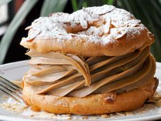 Paris-Brest, named after the Paris-Brest-Paris bicycle race, looks like a bicycle wheel, with two choux pastry circles and a praline butter cream. French Desserts, Mini Desserts, Just Desserts, Dessert Recipes, Plated Desserts, Gourmet Desserts, French Food, Paris Brest, Dutch Recipes