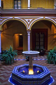 Spain, Seville, Las Casas de la Juderia, courtyard
