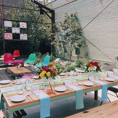 Love this Kate Spade inspired wedding featured at Green Wedding Shoes . Wedding Table Centerpieces, Table Decorations, Green Wedding Shoes, Spring Green, Shower Party, Palm Springs, Color Schemes, Most Beautiful, Table Settings